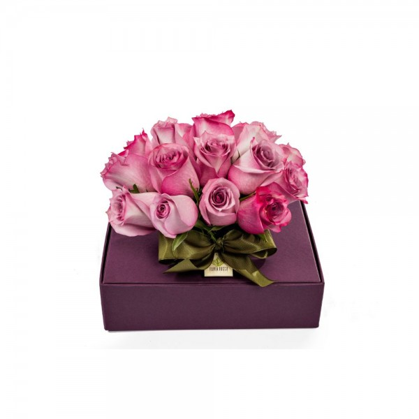 Arranjo de Rosas em Caixa de Papel Uva em Copo - M