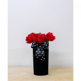 Arranjo de Tulipa Vermelha em Cilindro Acrílico Aveludado - M