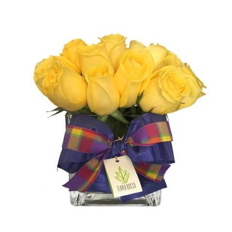 Arranjo de Rosas Amarelas em Vaso Quadrado de Vidro (P)