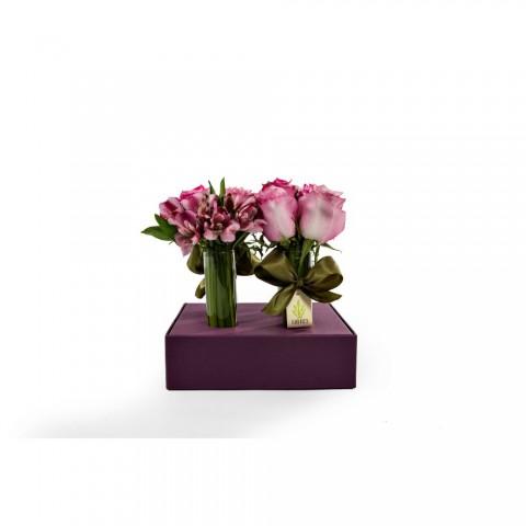 Arranjo de Rosas e Alstromélia em Caixa de Papel Uva com 4 tubos - M