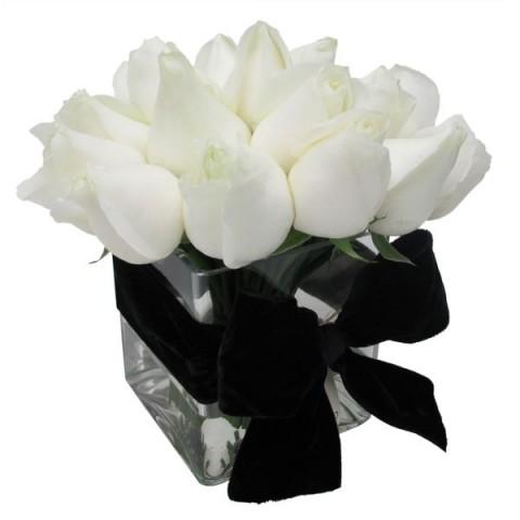Arranjo de Rosa Branca em Cubo de Vidro - P
